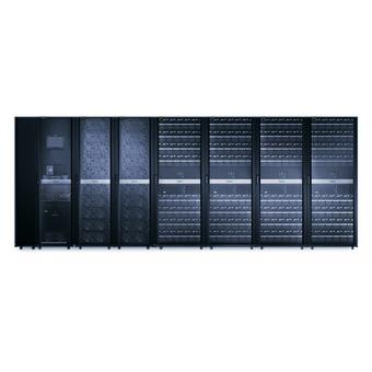 ИБП APC Symmetra PX 500 кВт, с установленным слева сервисным байпасом и распределительным оборудованием